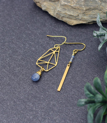 Asymmetric graphic earrings with kyanite drop