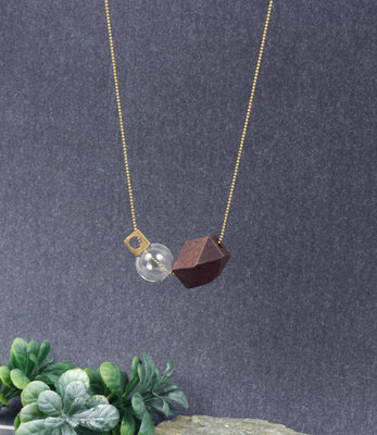 Long floating spheres necklace