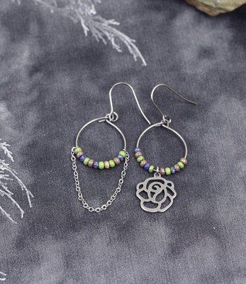 Flower mismatched earrings
