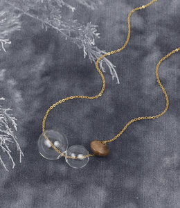 Short floating spheres necklace